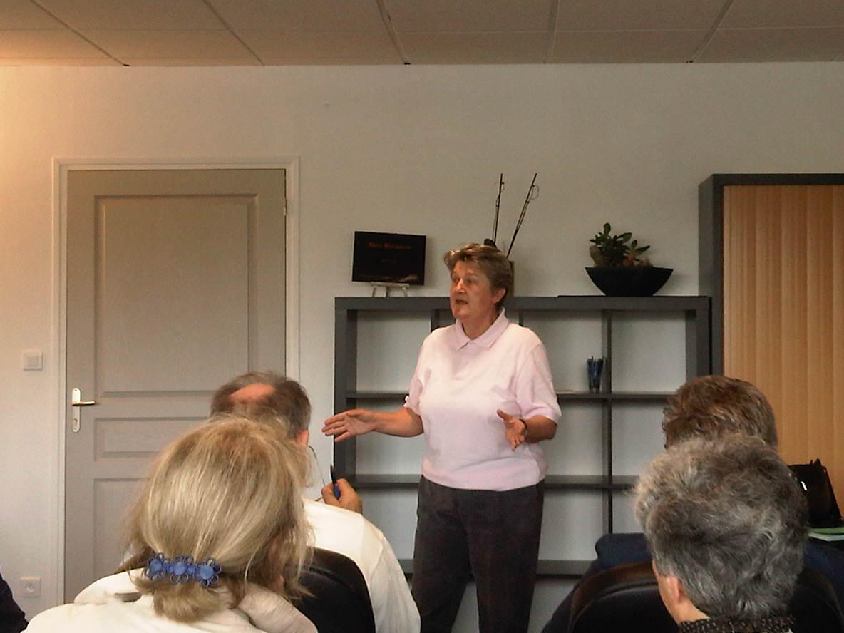 Bernadette Malgorn intervient devant les Cercles Lanjuinais bretons